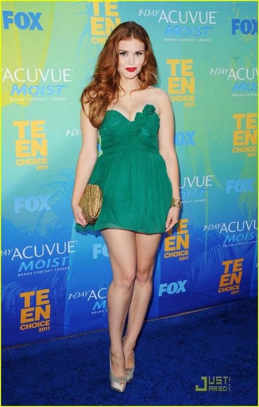 e93d35eeb25 Μακιγιάζ. Το μακιγιάζ που κατά βάση κυριαρχεί για ένα πράσινο φόρεμα είναι  σε nude, απαλές και γήινες αποχρώσεις (καφέ, μπρονζέ, βερυκοκί, χρυσό,  κοραλλί, ...